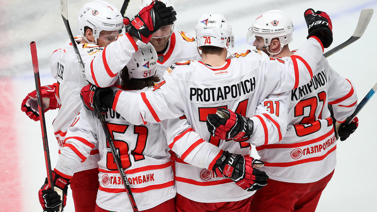 Хоккеисты «Автомобилиста». Фото Владимир Беззубов, photo.khl.ru