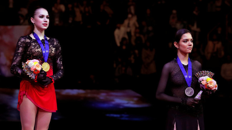 Победитель ибронзовый призер ЧМ-2019 вСайтаме— россиянки Алина Загитова иЕвгения Медведева. Фото Reuters