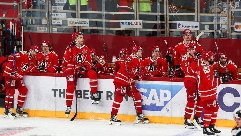 Игроки «Автомобилиста» после поражения от «Авангарда». Фото ХК «Автомобилист»
