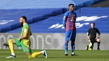 Заа стал первым футболистом АПЛ, который невстал наколено перед матчем