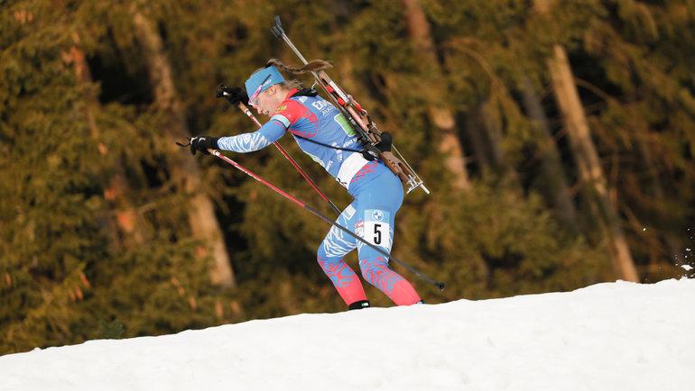 Российские спортсменки все ниже иниже. Фото СБР, biathlonrus.com