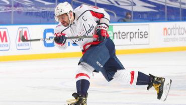 Александр Овечкин забросил 717-ю шайбу вНХЛ ивышел нашестое место всписке снайперов лиги.