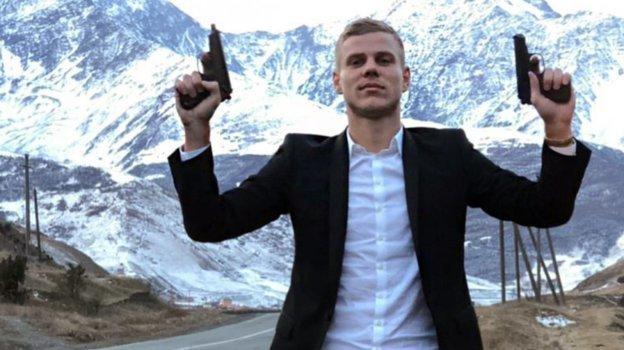 Вдекабре 2017 года Кокорин выложил всеть фото ивидео сосвадьбы Алана Чочиева изСеверной Осетии. Футболист поздравлял жениха под выстрелы изпистолета.