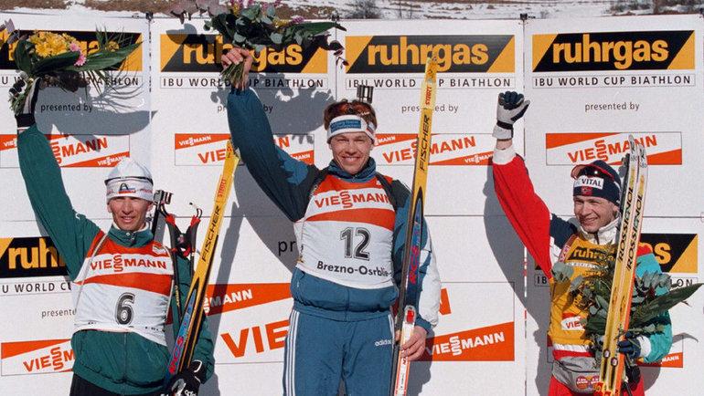 1997 год. Осрблье (Словакия). Сергей Тарасов, Виктор Майгуров иУле-Эйнар Бьерндален (слева направо). Фото Reuters