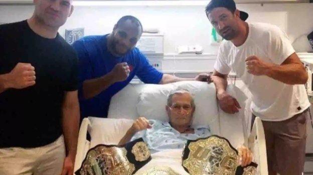 Март 2017 года. Кейн Веласкес, Даниэль Кормье и Люк Рохколд навестили Вальтера Карвальо в больнице. Фото Instagram