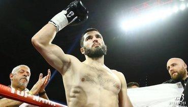Бетербиев нокаутировал Дайнеса изащитил титулы WBC иIBF