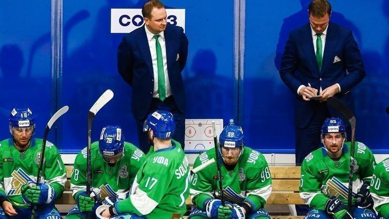 Главный тренер «Салават Юлаева» Томи Лямся (вцентре). Фото ХК «Салават Юлаев»