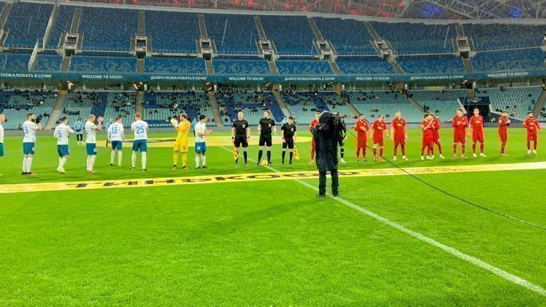 Футболисты «Сочи» и «Тамбова» (справа). Фото ФК «Тамбов»