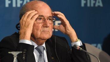 Бывший глава ФИФА Блаттер снова отстранен отфутбольной деятельности