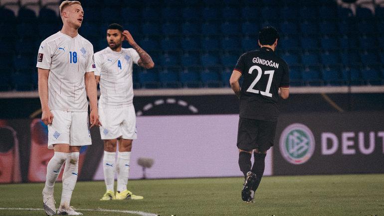 Илкай Гюндоган отправил третий мяч вворота Исландии. Фото Twitter
