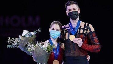 Вручение золотых медалей Мишиной иГаллямову запобеду наЧМ впарном катании. Видео