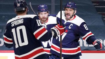 Овечкин— ввосьми голах отеще одной легенды НХЛ. Уже скоро онможет стать пятым снайпером вистории лиги