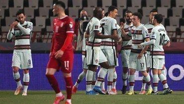 Португалия сыграла вничью сСербией, ведя сосчетом 2:0