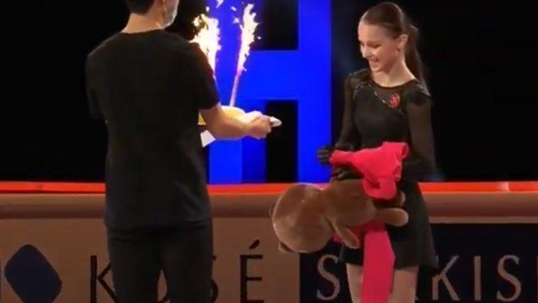 Щербакова представила показательную программу иполучила торт отЧена.