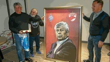Луческу получил вподарок от «Динамо» Бухарест огромный портрет