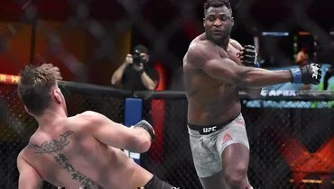 Франсис Нганну нокаутировал Стипе Миочича натурнире UFC.