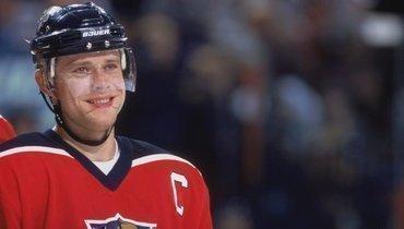 Павел Буре рассказал, как унего появился легендарный 10-й номер, выведенный изобращения в «Ванкувере»