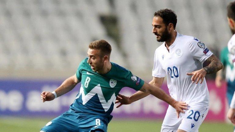 30марта. Кипр— Словения— 1:0. Санди Ловрич (слева) против Григориса Кастаноса. Фото УЕФА.