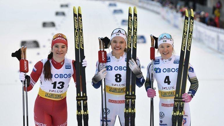 Наталья Непряева сшведскими лыжницами Линн Сван иЙонной Сундлинг. Фото AFP