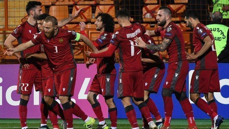 31марта. Ереван. Армения— Румыния— 3:2. Хозяева одержали третью победу илидируют всвоей группе. Фото AFP