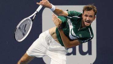 Даниил Медведев вчетвертьфинале «Мастерса» вМайами проиграл Роберто Баутисте-Агуту.