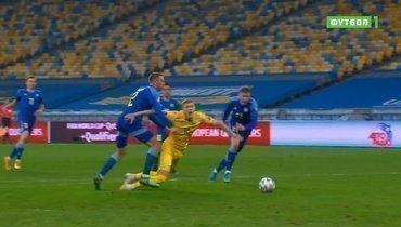 Впользу сборной Украины неназначен пенальти. Правли судья?