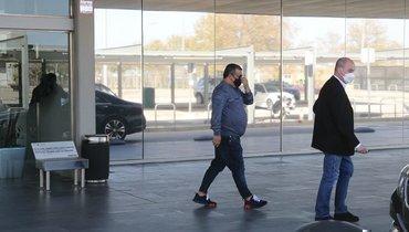 Агент Холанна Мино Райола иего отец прибыли вБарселону. Видео