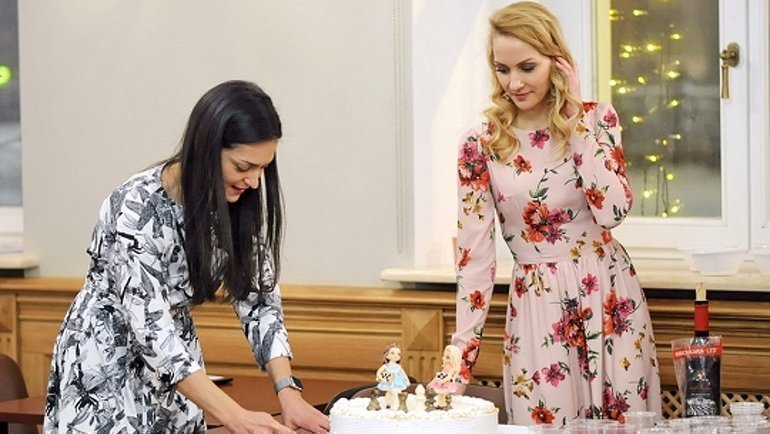 Капитаны команд Александра Костенюк (слева) иМария Фоминых. Фото Федерация шахмат Москвы