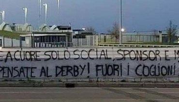 Фанаты «Ювентуса» вывесили оскорбительный баннер перед матчем с «Торино»