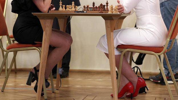 3апреля. Москва. Традиционный матч «Блондинки против брюнеток».