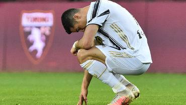 3апреля. Турин. «Торино»— «Ювентус»— 2:2. Нападающий гостей Криштиану Роналду после финального свистка.