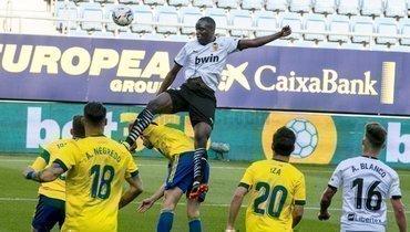 «Кадис» обыграл «Валенсию» впрерванном из-за расизма матче