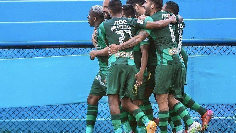 Джефферсон Фарфан (крайний слева) забил гол впервом матче после возвращения в «Альянса Лиму». Фото Twitter