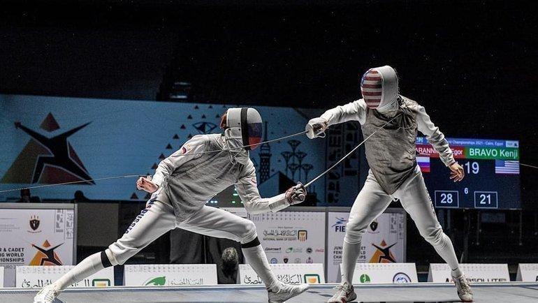 Мужской финал Россия— США: Егор Баранников (слева) иКендзи Браво. Фото FIE