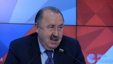 Мусаев— окритике тренеров: «Газзаев имеет право. Остальным лучше посмотреть взеркало»