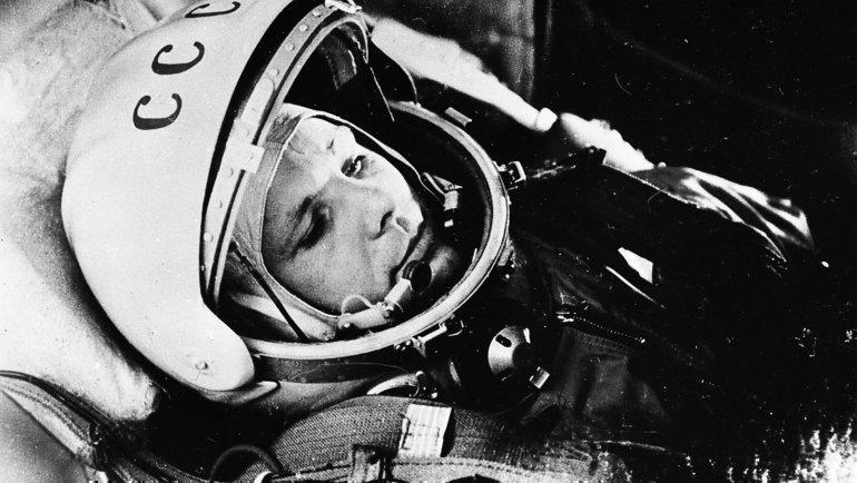 Первый вмире космонавт Юрий Гагарин вкабине корабля «Восток-I» перед стартом 12апреля 1961 года.