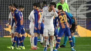 «Реал»— «Барселона»: Каземиро получил две желтые карточки заминуту