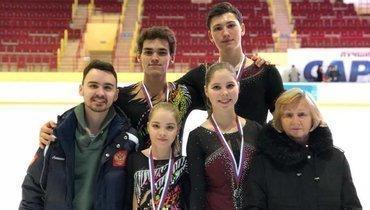 (справа налево) Людмила Великова, Анастасия Мишина, Костюкович, Василий Великов. Александр Галлямов (справа вовтором ряду).