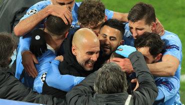 14апреля. Дортмунд. «Боруссия»— «Манчестер Сити»— 1:2. «Горожане» празднуют победный гол.