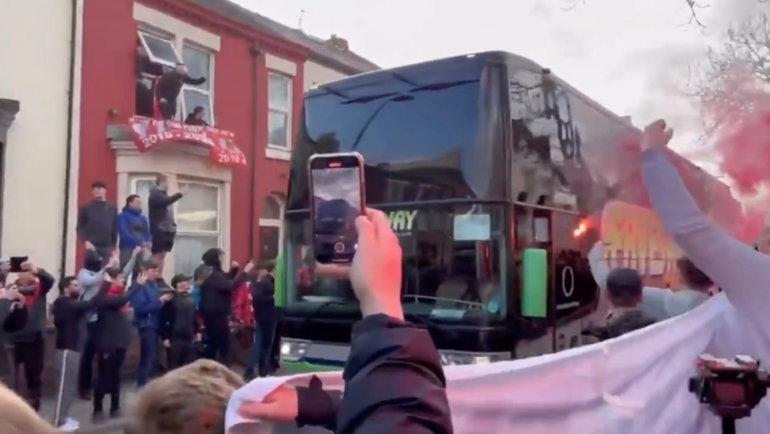 Автобус «Реала». Фото Twitter/@LFCHamz via REUTERS