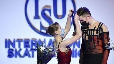 Мишина и Галлямов выиграли произвольную программу в соревновании спортивных пар на командном чемпионате мира