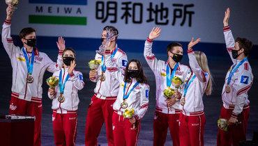 Сборная России нацеремонии награждения после победы вкомандномЧМ.