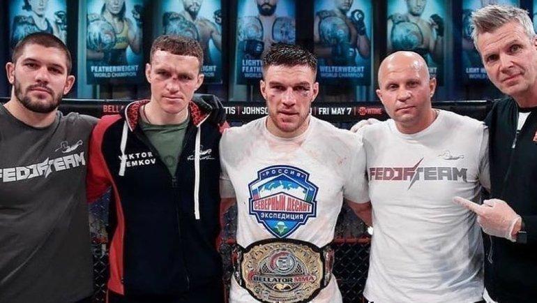 Вадим Немков (вцентре) иФедор Емельяненко (второй справа). Фото Instagram