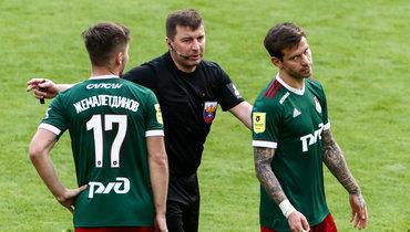 Михаил Вилков (вцентре).