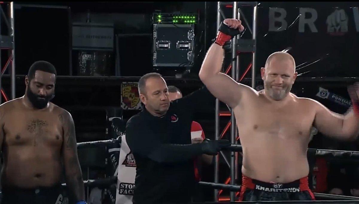 Харитонов стал бойцом наголых кулаках. Ссоперником-ноунеймом онразобрался как сребенком