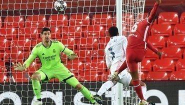 «Ливерпуль»— «Реал»— в1/4 финала Лиги чемпионов: Джорджиньо Вейналдум бьет поворотам Тибо Куртуа. Теперь ихклубы будут играть постоянно?