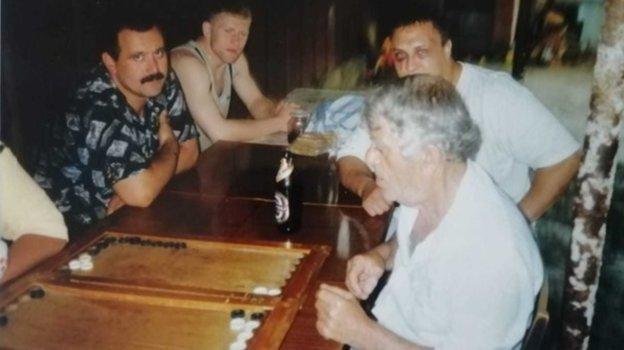 Сергей Харитонов (второй слева) иРоман Зенцов (второй справа) после ихбоя. Фото Фото изархива тренера Андраника Ашугяна