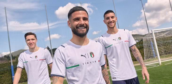 Федерация Италии представила новую гостевую форму сборной. Фото Официальный сайт сборной Италии.