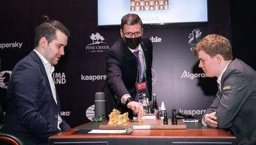 21апреля. Екатеринбург. ЯнНепомнящий (слева) против Кирилла Алексеенко.