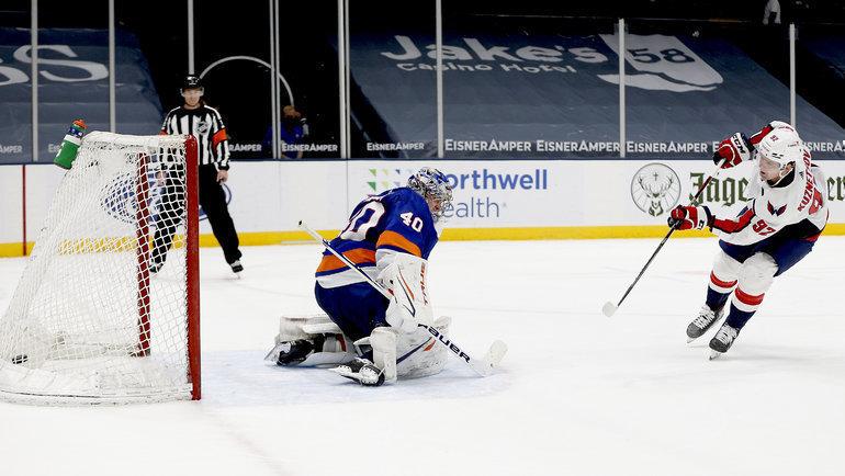 Евгений Кузнецов (справа). Фото USA Today Sports